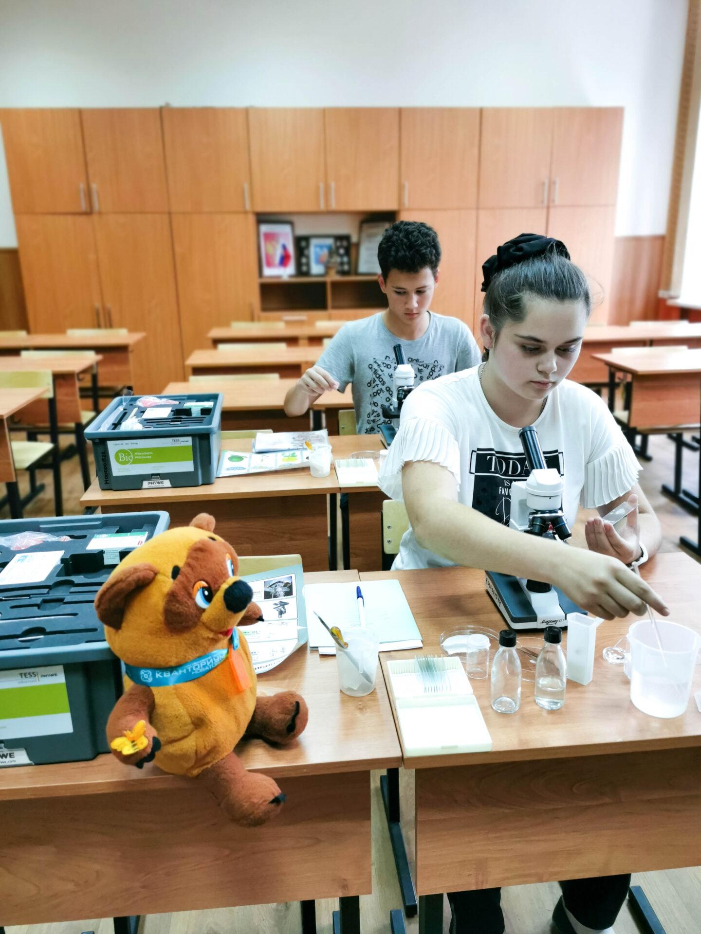 Образовательная экспедиция СОТ в Ивановскую область: исследование материалов под микроскопами