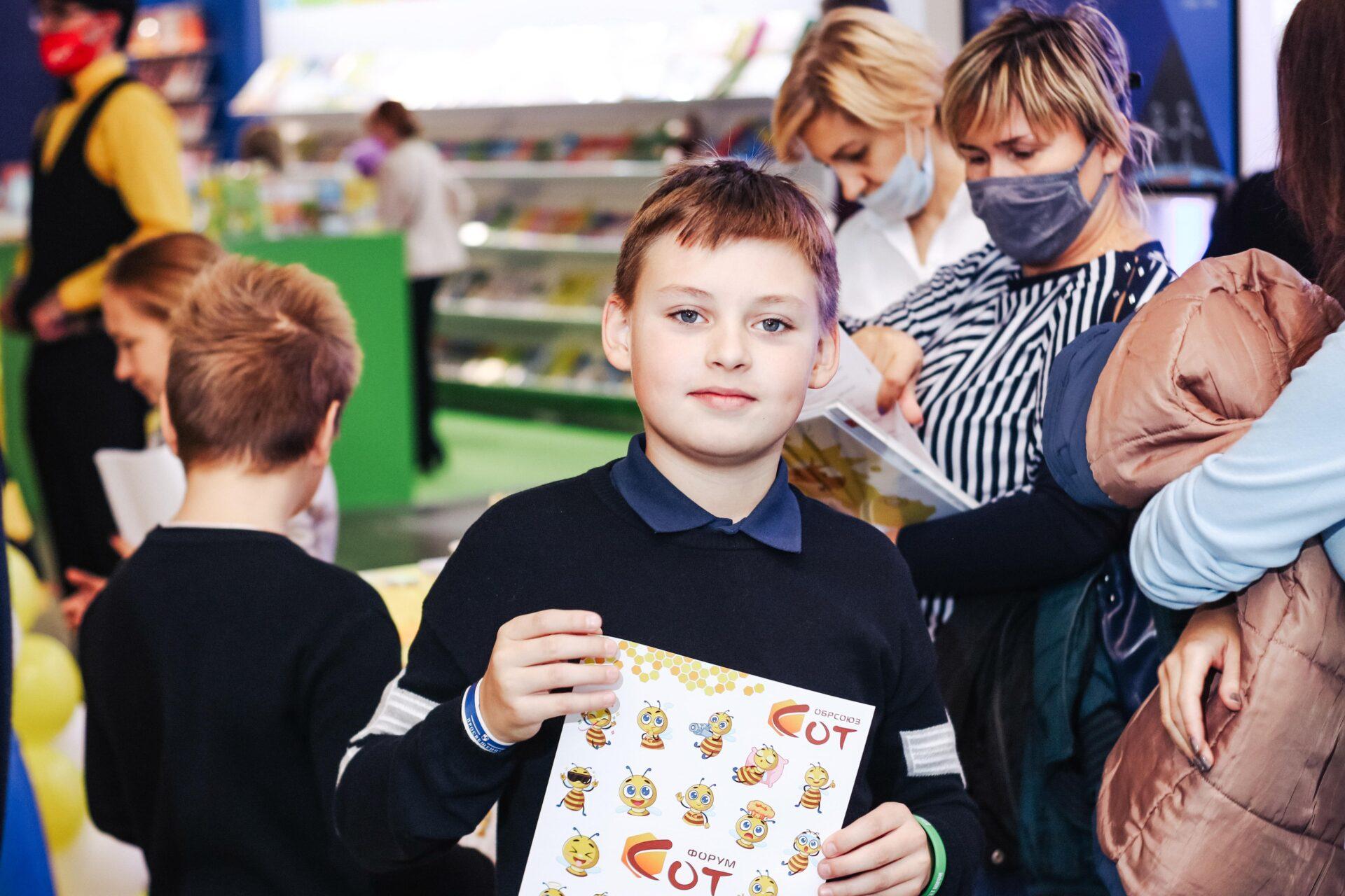 Юные посетители стенда Обрсоюза на выставке ММСО